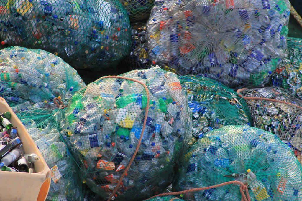 plastic-631625_1920-1024x683
